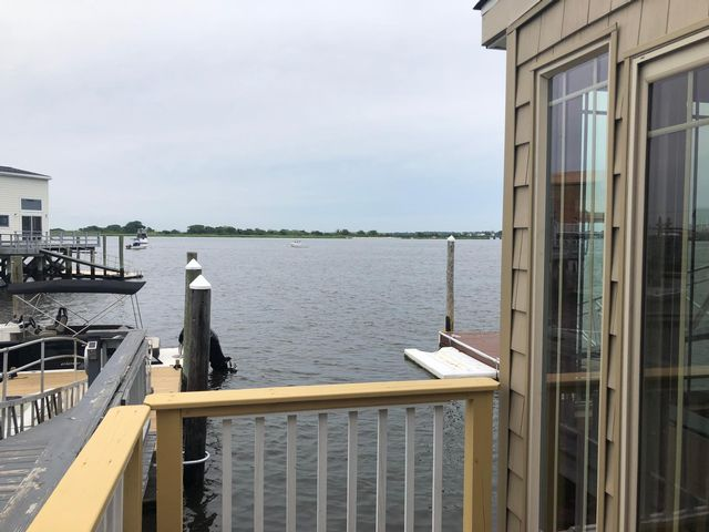 2 BR,  3.00 BTH  2 story style home in Broad Channel